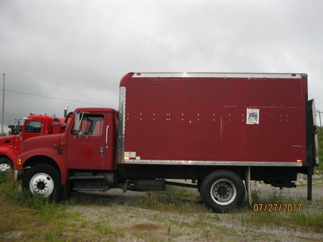 1993 INTERNATIONAL 4700 BOX TRUCK